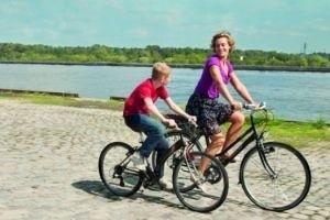 Мальчик с велосипедом 15118