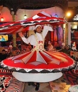 Совместное неоновое представление от «Миши-факира» и школы танцев «Джаз-Хенд»