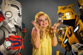 Трансформеры Бамблби и Оптимус от «Robotoff Show» в клипе ByCity «Kiss me»