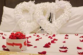 Фуршетный стол или романтический номер для молодоженов в подарок!