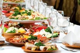 Услуги по приготовлению фуршетных и банкетных блюд