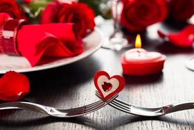 В день влюбленных в ресторане живая музыка.