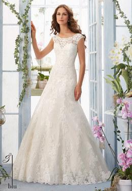 При раннем бронировании платья - скидка до 30%, а при заказе наряда в первый день посещения салона — до 20%.