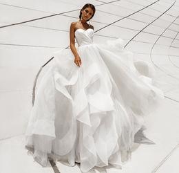 Акция «Свадебный наряд: подгонка, хранение, отпаривание — бесплатно»