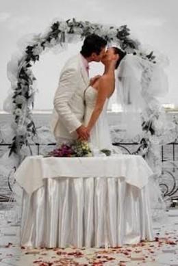 Акция «При заказе ведущего на свадьбу выездная регистрация в подарок»