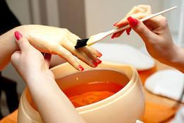 Всем клиентам — парафинотерапия рук в подарок