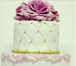 Акция «При заказе 6 кг свадебного торта, три сладкие розы в подарок»
