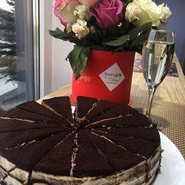 Акция «При заказе банкета от 1000 руб. — Торт «Тирамису» в подарок»