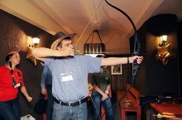 Акция «Купив абонемент на 7 занятий по стрельбе из пневматики/лука - 1 дополнительное занятие по метанию ножей/по стрельбе из арбалета в подарок»