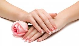 Акция «При выполнении маникюра — массаж в подарок»