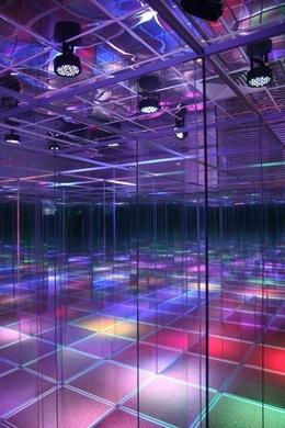 Акция «Дети до 6 лет могут посетить стеклянный лабиринт бесплатно»