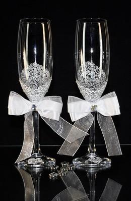 В подарок красивые свадебные бокалы
