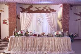 Кафе и рестораны Акция «Фуршетный стол или романтический номер для молодоженов в подарок» До 6 апреля