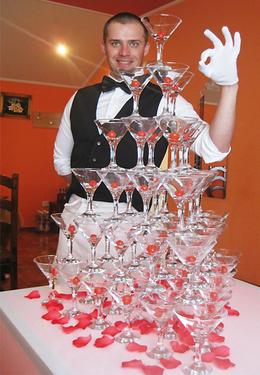 При заказе выездного бара - построение 5-уровневой горки из бокалов бесплатно
