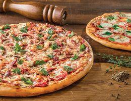 Акция «При покупке любых двух больших пицц, Вы получаете сочные крылышки в подарок»