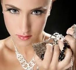 Серебряное украшение в подарок всем купившим абонемент