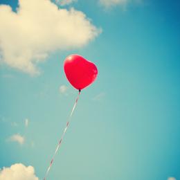 Акция «Сфотографируйся с красным шариком и получи в подарок имбирный пряник»