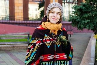 Street Fashion: вязаные рукавички, французские ботинки и джинсы от Юры Виноградова
