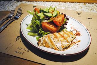Обед в городе: отдохнуть от суеты в Yard Café