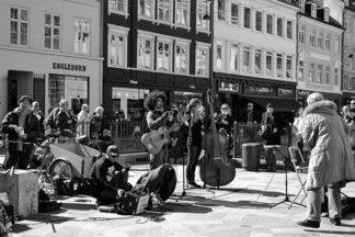 Крутой 7-часовой фестиваль уличных музыкантов на днях пройдет на Зыбицкой и в Верхнем городе. В лайнапе — сеты от баров