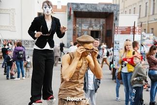 Уличные музыканты и шоу-балет. В Троицком предместье будут еженедельно проводить культурные мероприятия летом