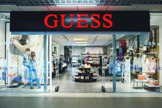 Почему женщина Guess — непредсказуемая и что можно найти в бутике в этом сезоне