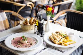 Вителло тоннато, пармиджана из баклажанов и тальята из баранины: какие новые блюда появились в Cafe de Paris