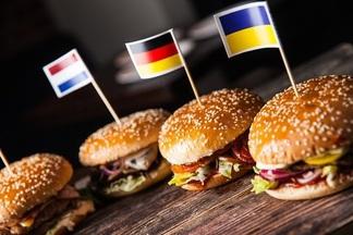 Что, где, сколько стоит: 6 национальных бургеров с необычным составом появилось в столичном баре