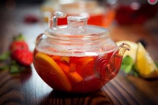 Минчане собираются в парках города, чтобы вместе пить чай. Можете прийти