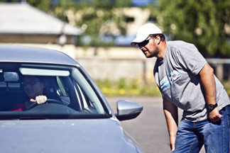 Репортаж: как за две недели научиться парковаться по  миллиметрам и правильно тормозить