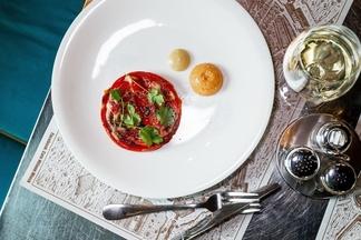 Печенье из пармезана и обожженные перцы: новые блюда от шеф-повара из французской школы появились в кафе Milano
