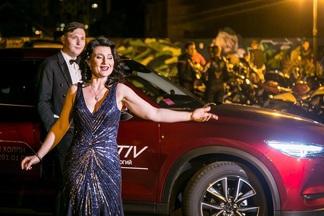 Фотофакт: на Свободы, 4 среди ночи пели оперные арии