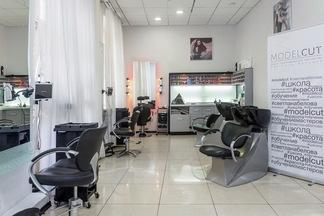 Сколько стоит стать: в Минске открылась новая школа парикмахерского мастерства