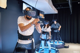 Вместо фитнеса и психолога. В Минске открылась масштабная арена виртуальной реальности Avalon VR