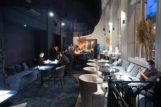 Как выглядит французский art de vivre? Смотрите фото нового зала кафе La Crete D'Or