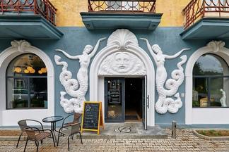 Mon Nom: в знаменитом «доме с русалками» открылась кофейня-бар. Смотрите, как онавыглядит