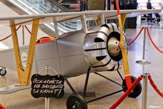 Фотофакт: в Galleria Minsk приземлился самолет Маленького принца