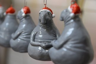 Мем-елка. Белорусская фабрика выпустила елочные игрушки со «Ждуном»