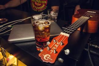 Попробовать лучшие коктейли Минска, Москвы, Питера и Киева: в баре «Курилка» проходит «Битва баров»