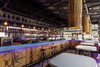 Коктейли и непафосные вина. На проспекте Победителей открылся обновленный караоке-бар «Монако»