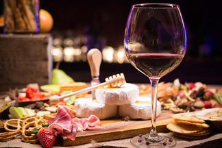 Для сильных, независимых и не только. 8 винных баров, где можно провести 14 февраля и одному