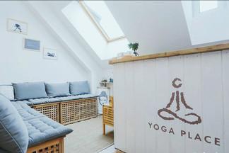 «Оазис в большом городе» — на Зыбицкой открылась еще одна студия йоги Yoga Place