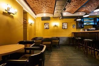 Выпить коктейль и послушать песни Синатры. Новый ресторан с атмосферой гангстерского Нью-Йорка открылся в Минске
