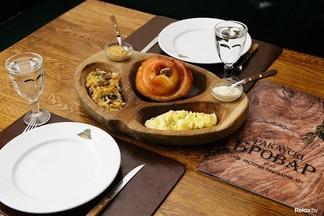 Юбилей свиной рульки: как выглядит блюдо, которое в «Раковском броваре» готовят уже 20 лет