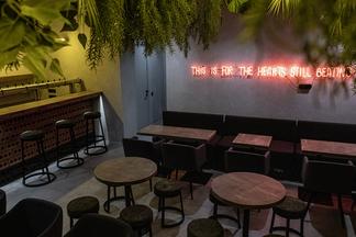 Фотофакт: напротив Михайловского сквера открылся новый крафтовый бар «Жажда»