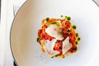 Обед в городе: что и за сколько съесть днем в ресторане Ember на 7 этаже отеля DoubleTree by Hilton