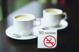 В столичных кафе и ресторанах хотят запретить курить