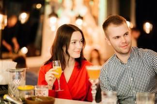 В баре «Пересмешник» начался сезон воскресных встреч «Умные бранчи»