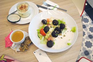 Новый фастфуд: собери себе салат в Salateira