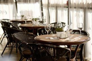 Фотофакт: в ресторане-караоке «Троица» заработала новая летняя терраса